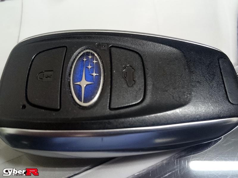 写真:スバル車用シリコン製スマートキーケースカバー
