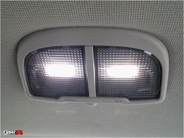 写真:レヴォーグVM#系用LEDセンタールームランプ
